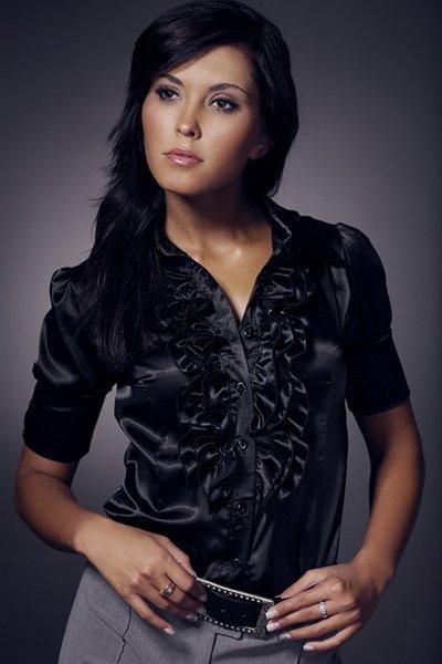 Фото девушек в черной блузке